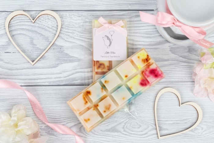 Flower Explosion snap bars Inspired by Flowerbomb Perfume A truly explosive sensation of flowers. Appreciate notes of orange layered with the inner scent of sambac jasmine, cattleya orchid, freesia and rose, enriched with a base of woody notes and vanilla.