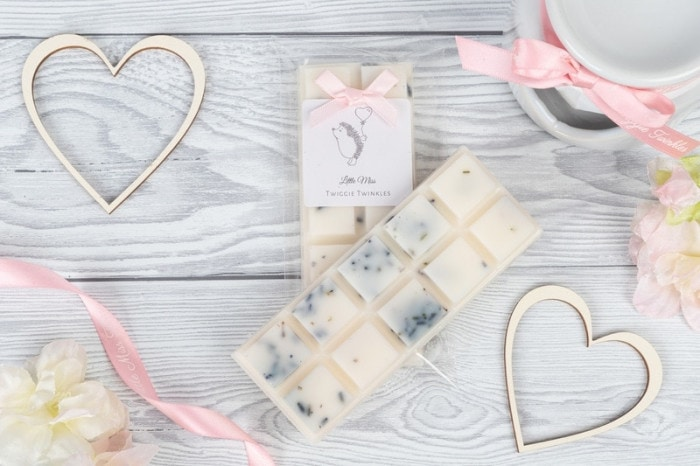 French Lavender & Chamomile snap bars A sensual and soothing blend of fresh French lavender and vanilla bean. beautiful top notes of coconut, peach alongside heart notes of lilac, chamomile on a base of cedarwood, vanilla.