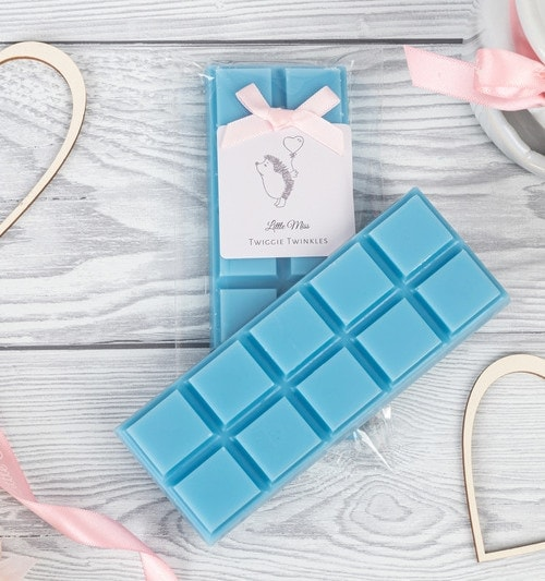 Spring awakening snap bars will portray the beautiful scent of freshly washed clothes into your home. The scent of spring flowers, natural patchouli and white cedar.