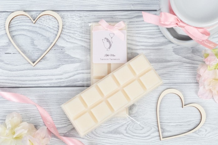 Seychelles snap bars The White Company Seychelles inspired wax melts Soothing tones of fresh bergamot, juicy orange and amber combined with exotic notes of coconut vanilla and almond.